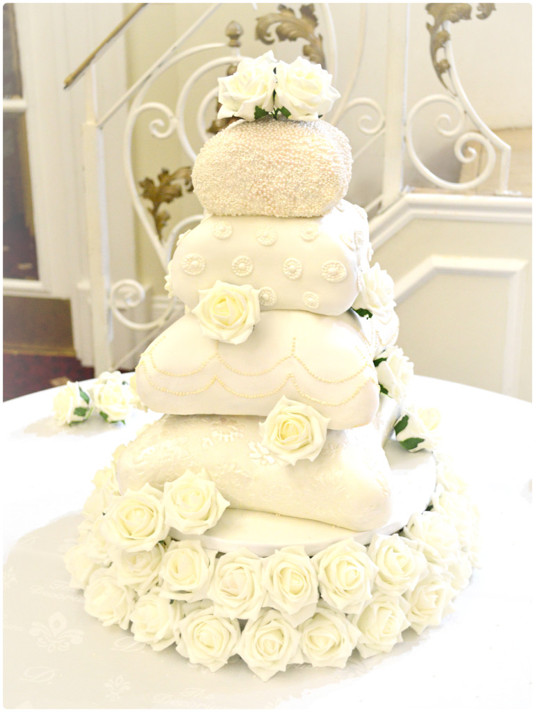 Gallery of Wedding Cakes, Designer Handbag and Shoe Cakes | Chérie Kelly
