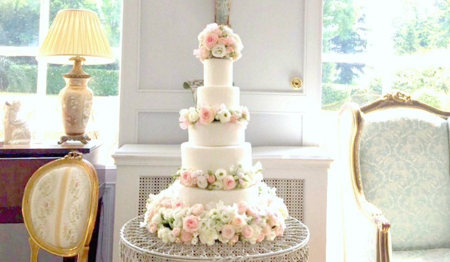 Romantic Beautiful Pink Roses Sweet Pea and Lisianthus Wedding Cake London Cherie Kelly at Chateau La Durantie